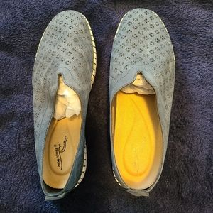 Very Comfortable Easy Street Slip-On Shoes